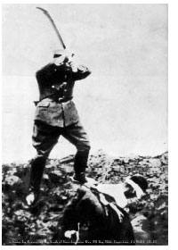 Japanese soldier beheading another Chinese victim